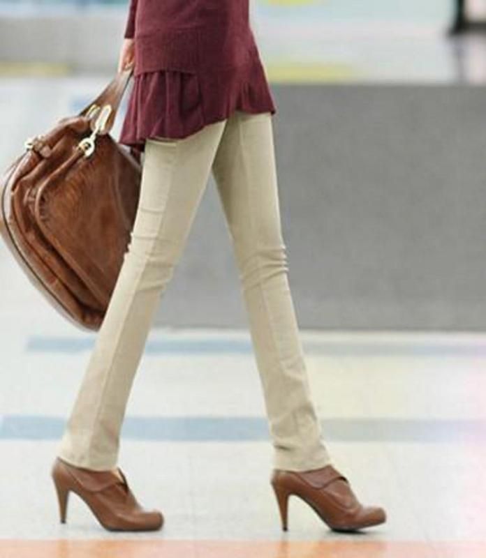 Combinar pantalon beige claro mujer - Color beige claro ...