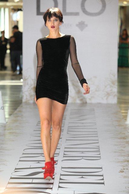 Zapatillas para un vestido negro corto