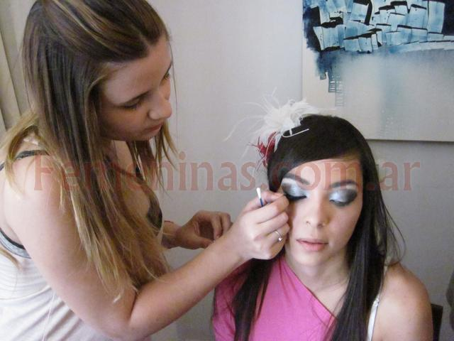 Maquillajes backstage produccion calendario moda