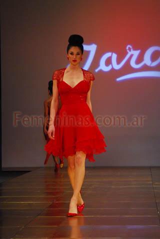 4af072457 Vestido corto rojo breteles finos bolero rojo bordado