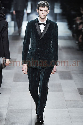 Traje negro camisa Prorsum mono Burberry blanca cruzado terciopelo smoking  fxYwSrqf dc346bf87cf