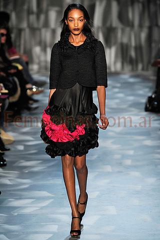 27b01134c ... Vestido evasee con volados negro fucsia bolero negro Moschino Cheap And  Chic