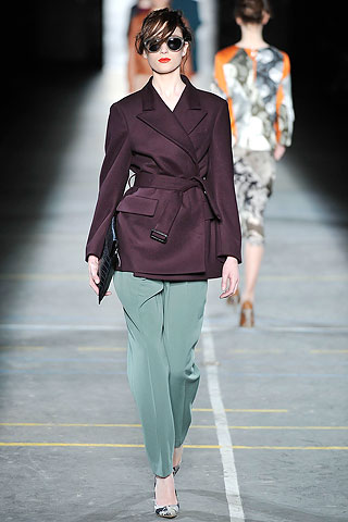 Chaqueta bordo cruzada pantalon recto Dries Van Noten