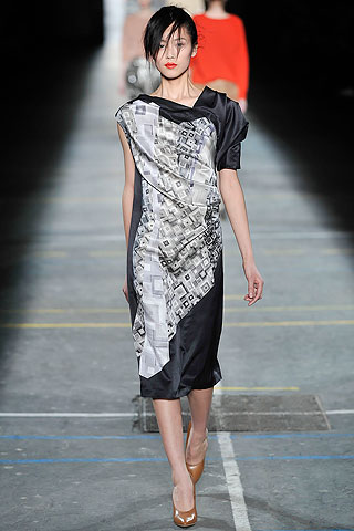 Vestido saten estampado una sola manga Dries Van Noten