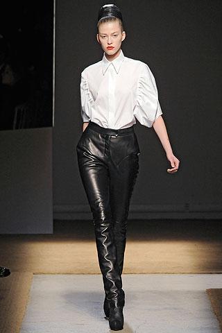 Yves Saint Laurent presenta una colecci¨®n muy elegante