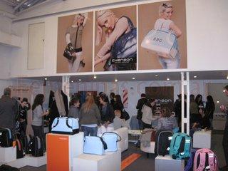 Lanzamiento coleccion bolsos carteras mochilas valijas chenson invierno 2011