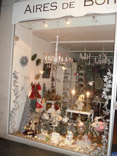 Te contamos aigunas ideas de decoraci n en navidad para tu for Decoracion de vidrieras de ropa