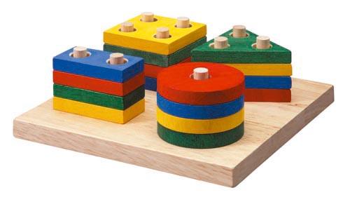 Juguetes De Madera En Formas Geometricas Y De Colores Primarios