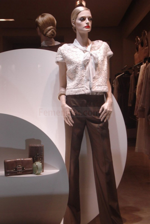 camisa paris beige y pantalon chocolate