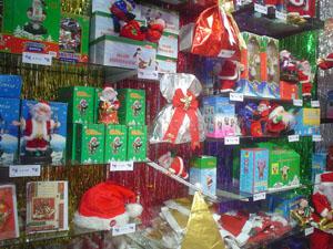 tienen gorros de papa noel en color rojo y tambien dorados adems venden el traje completo de papa noel decoracin navidea accesorios