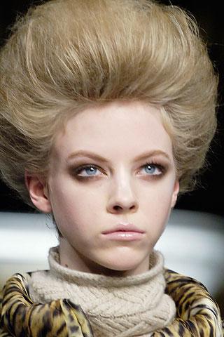 Peinadosde moda con estetica ochentosa marca la tendencia for Recogido bob