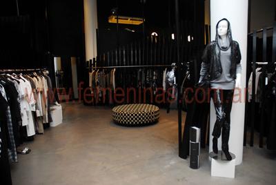 Essenza en su local de palermo presenta la colecci n oto o for Decoracion de vidrieras de ropa