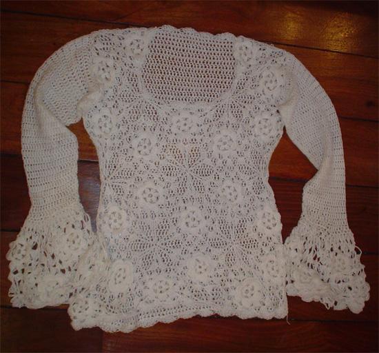 Sueter tejido a crochet en hilo blanco