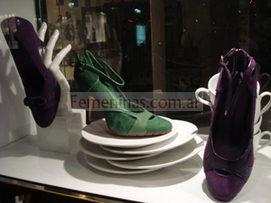 zapatos color verde y violeta