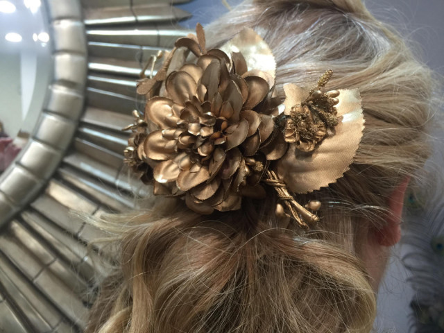 Pequeñas joyas para adornar tu melena en tu boda
