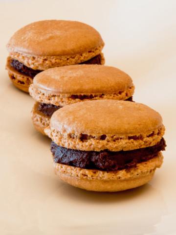 Más color y nuevos sabores en los Macarons de Atelier Pastry