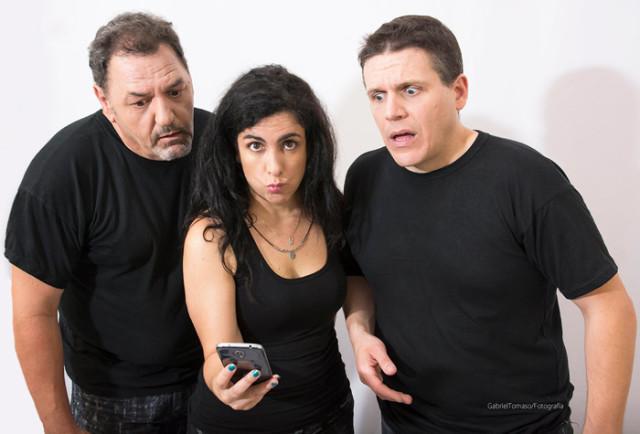 La humorista Andrea Moya nos enseña a usar la tecnología sin poner en peligro a la pareja.