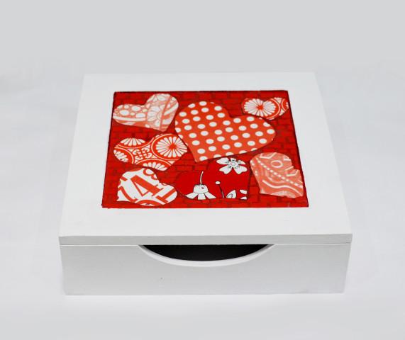 Grana Trencadis lanza una caja de diseño exclusivo para regalar el Día de los enamorados