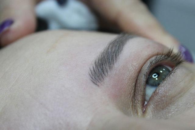 ¿Cómo proteger unas cejas tatuadas del sol?