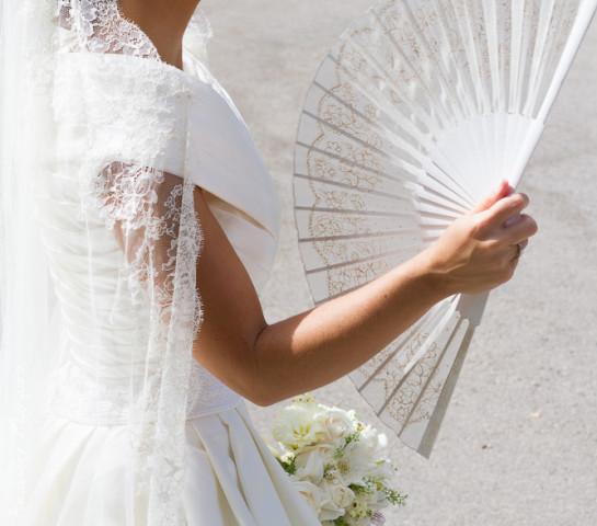 El abanico, el complemento más sensual para acompañar a una novia