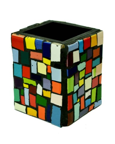 Grana Trencadis presenta un original lapicero intervenido con azulejos de colores